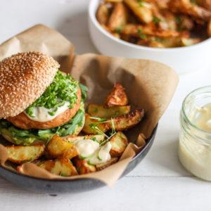kipburger met truffelmayonaise
